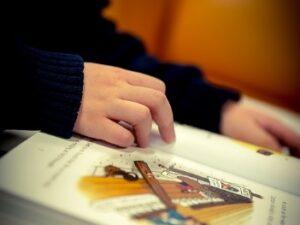 El arte de leer en público ¿Qué es la lectura precisa y cómo desarrollarla?